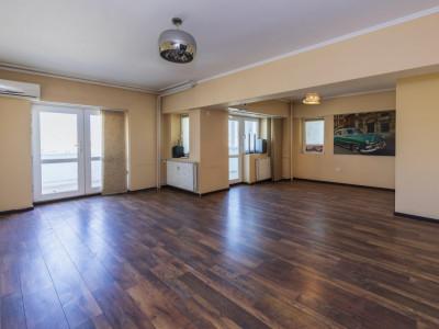 Duplex 3 camere transformat din 4 pe Bld Decebal, 500m Pta Muncii